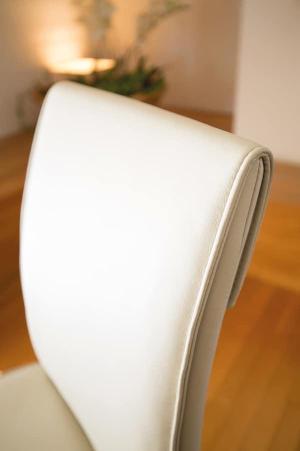 Sedia comoda per sala da pranzo moderna idfdesign for Sedia design comoda