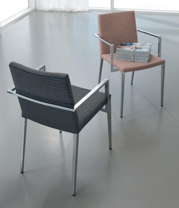 Comoda sedia imbottita con braccioli idfdesign - Sedia imbottita con braccioli ...