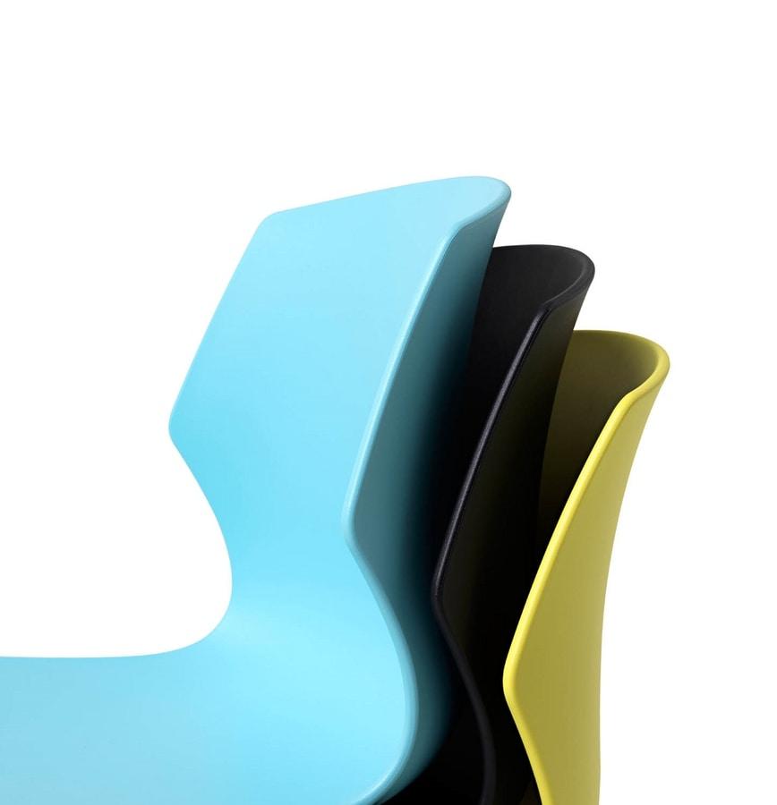 Sedia impilabile con scocca in polipropilene design accattivante