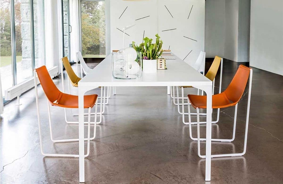 Sedia con base a slitta in metallo e pelle idfdesign - Sedie imbottite design ...
