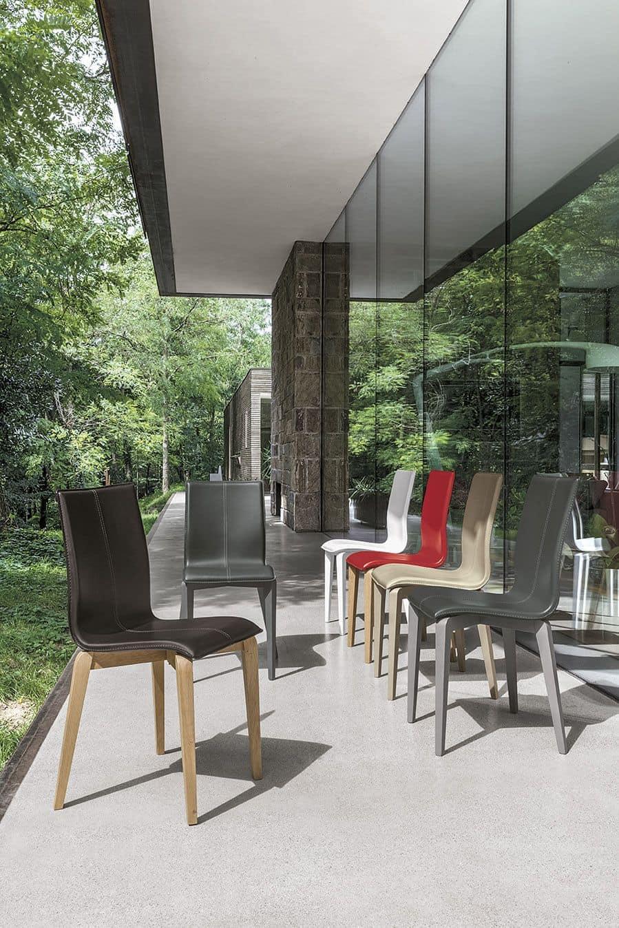 Sedia in legno massello seduta e schienale imbottiti in for Design sedie moderne