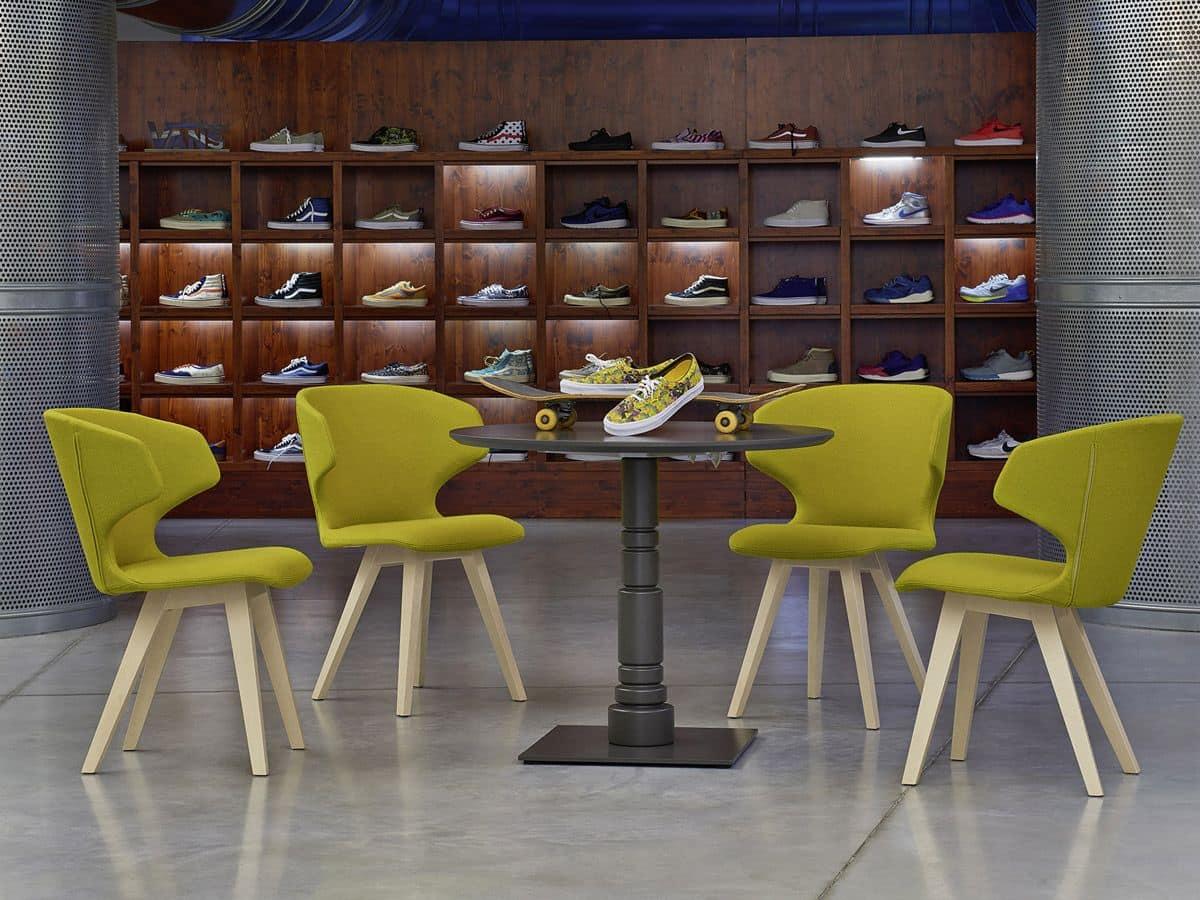 Kloe sedia in legno con scocca imbottita per arredi for Sedie imbottite moderne