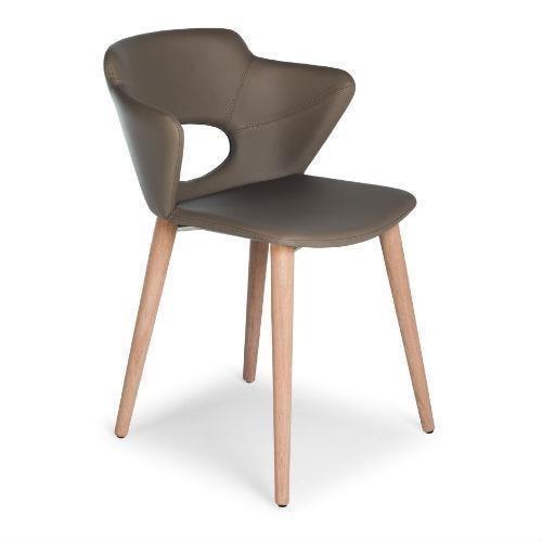 Sedia in legno con scocca imbottita rivestimento in pelle for Rivestimento sedie