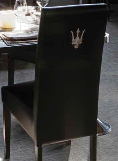 SE 1013.2, Sedia con base in legno verniciato, rivestita, per hotel