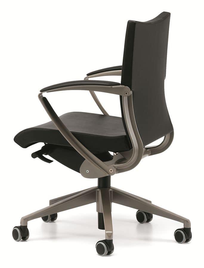 Sedia operativa per ufficio con ruote e braccioli idfdesign for Sedia ufficio ruote