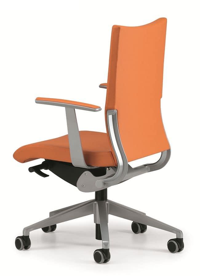Sedia imbottita per ufficio operativo con rotelle idfdesign for Sedia ufficio rotelle
