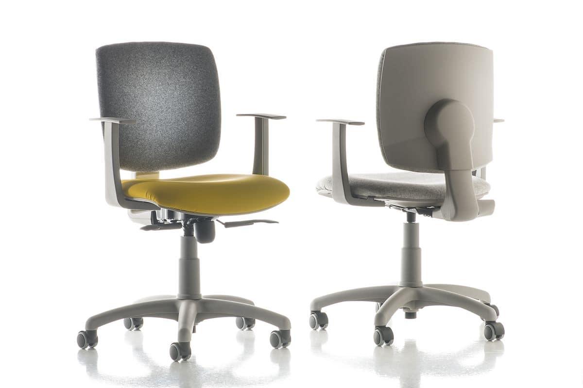 Sedia per ufficio in vari colori per zona computer for Sedie imbottite grigie