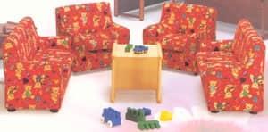 LILLI, Piccola poltrona per bambini, rivestita in tessuto colorato, per cameretta ed asilo