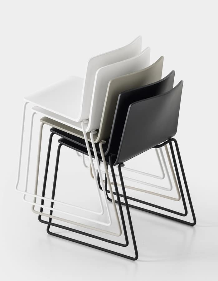 Rama Slide Base padded with armrests, Sedia impilabile imbottita, con base a slitta e braccioli