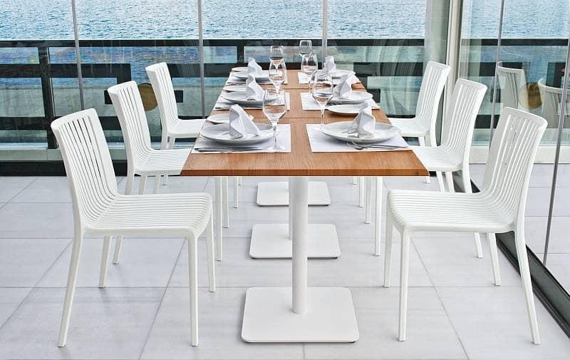 Sedia in plastica bianca per esterni e giardino idfdesign for Sedia plastica bianca