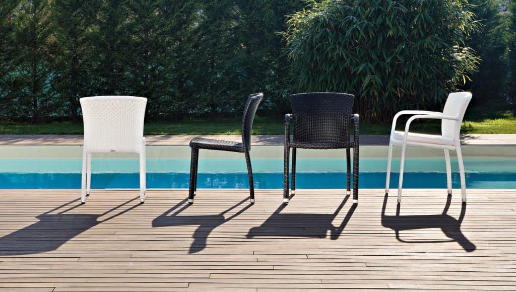 Sedia in pvc intrecciato economica per esterni idfdesign for Sedie giardino esterni