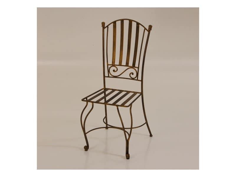 Sedia in ferro battuto con schienale decorato per esterni for Salotti in ferro battuto per esterni