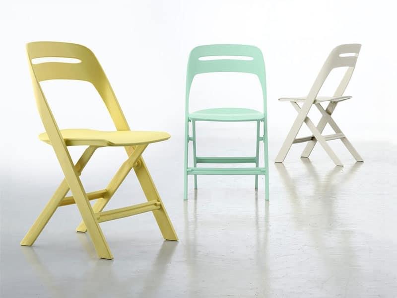 Sedia pieghevole in plastica per uso esterno idfdesign for Sedie pieghevoli legno