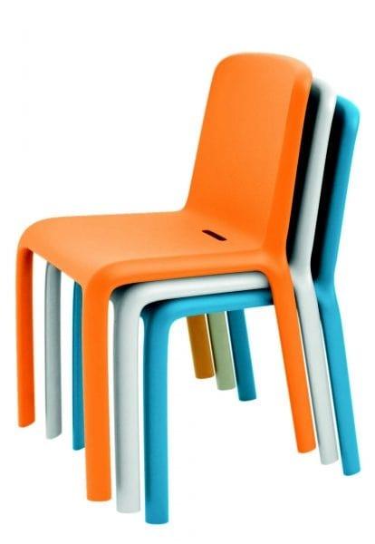 Sedie In Polipropilene Colorate.Sedia In Polipropilene Colorato Impilabile Idfdesign