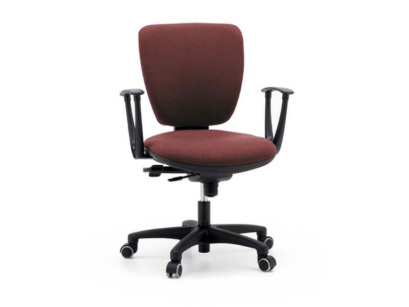 Level operativa, Sedia ergonomica ed imbottita per ufficio, base con ruote