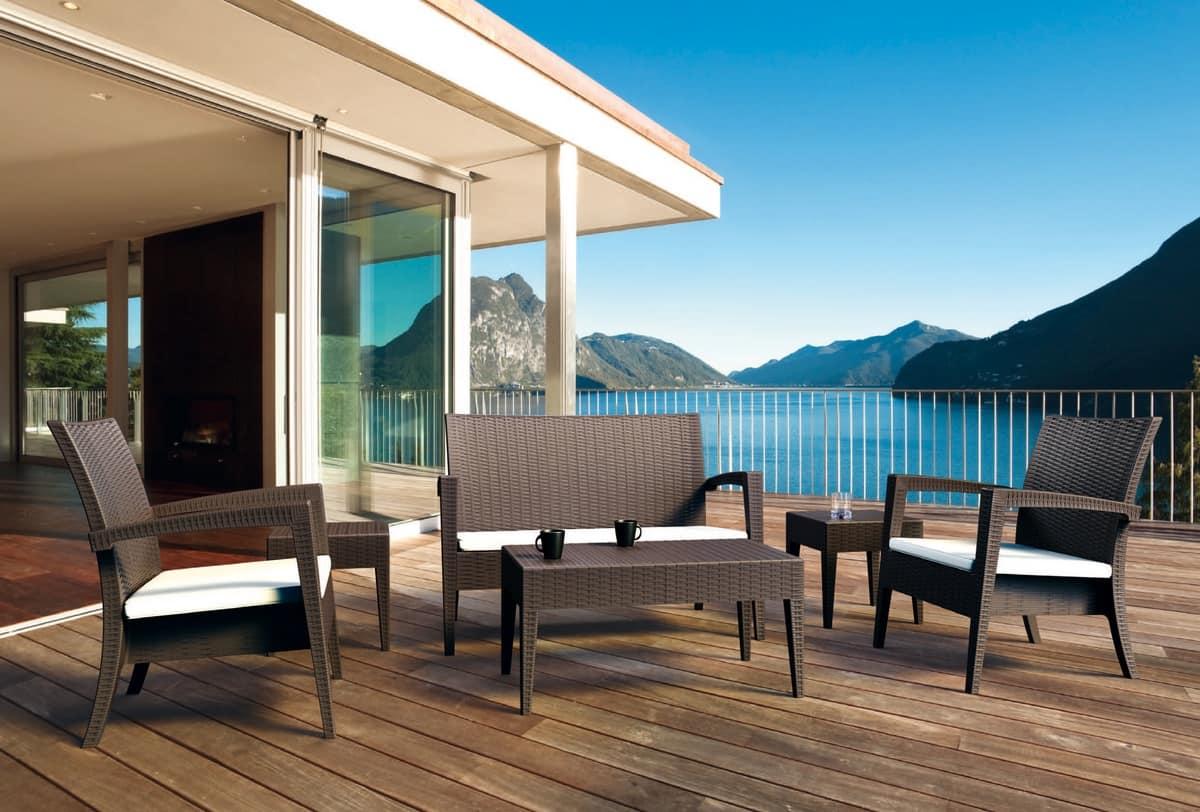 Arredamenti esterni per bar cortesia tavolino bar botte for Arredamenti esterni per terrazzi