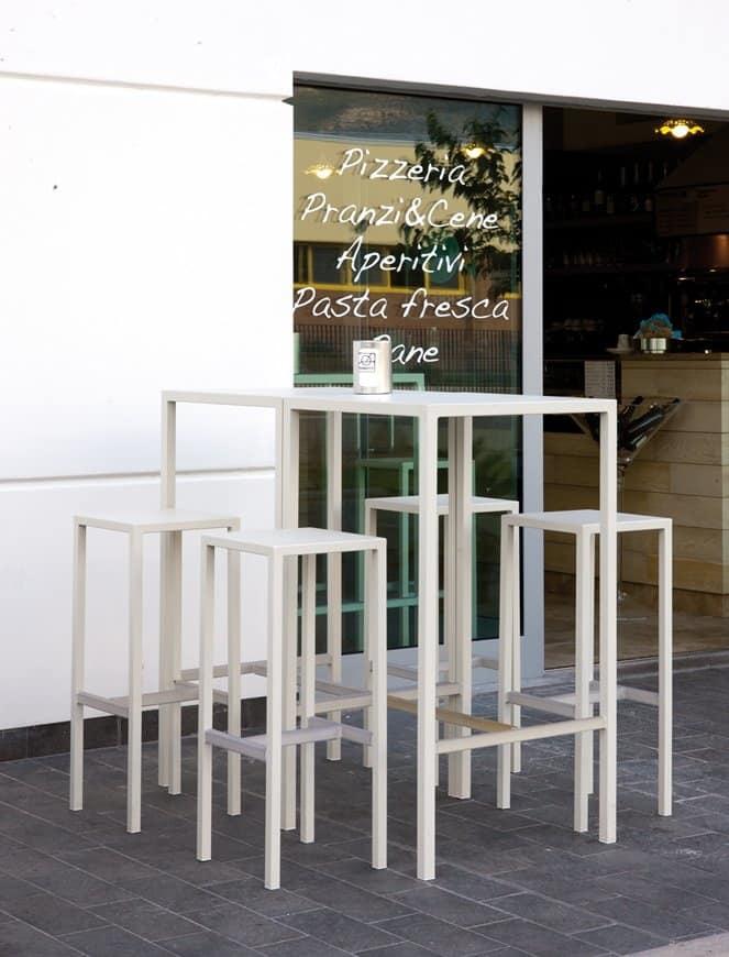 Set da esterno composto da sgabelli e tavolo alto | IDFdesign