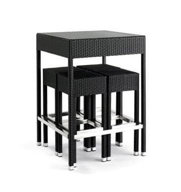 Sgabelli e tavolo intrecciati per uso esterno piano in for Set arredo giardino