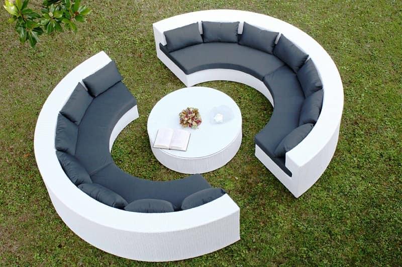 Divanetto semicircolare e tavolino rotondo per uso esterno ...