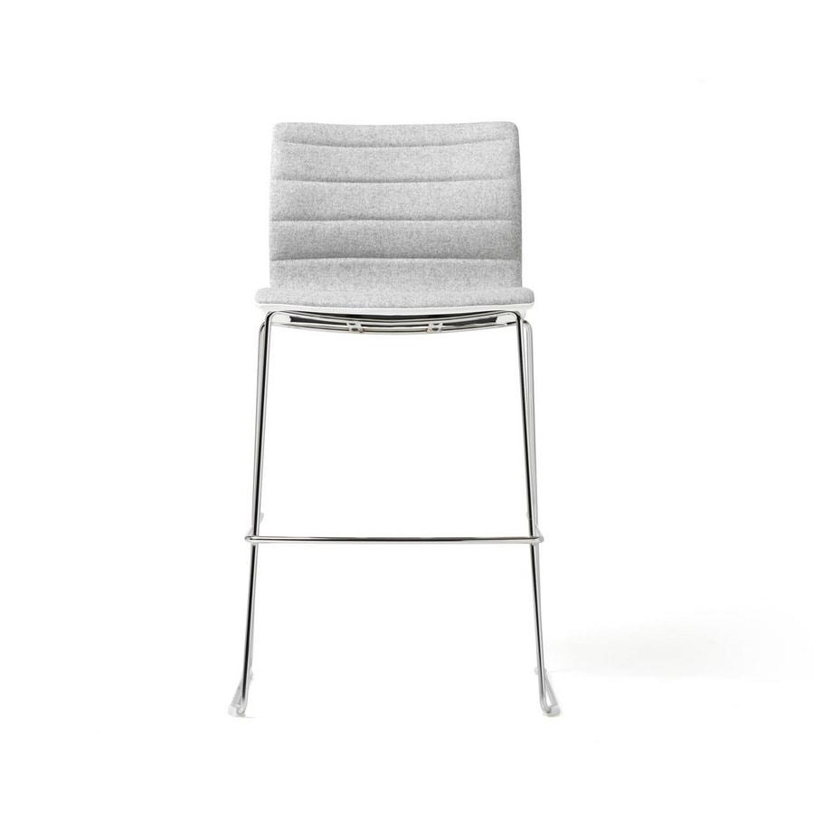 Miss stool, Sgabello imbottito con struttura in acciaio cromato