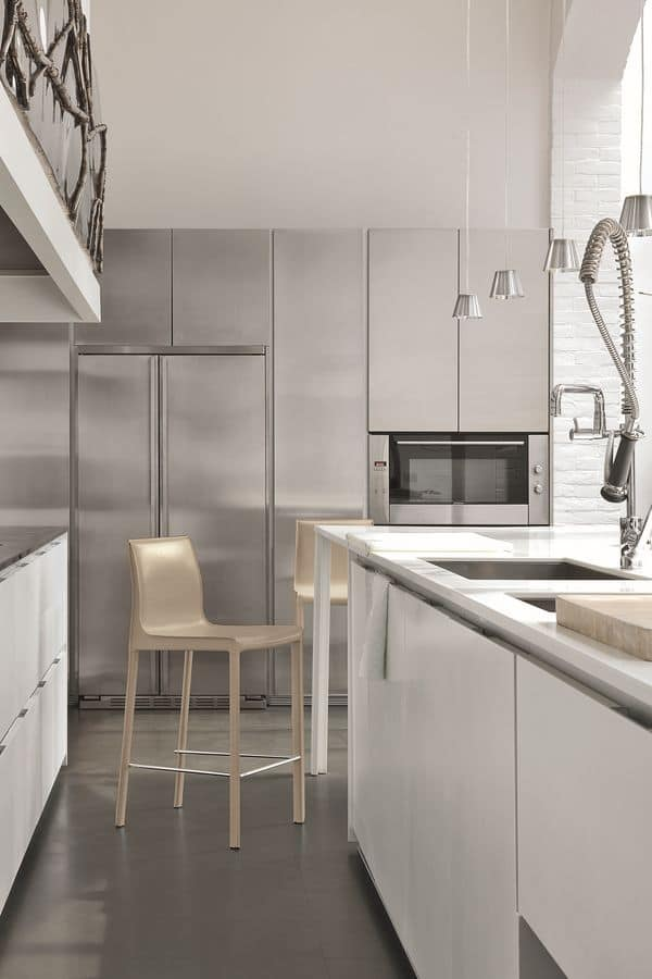 Sgabello moderno rivestito in cuoio adatto per cucine moderne ...