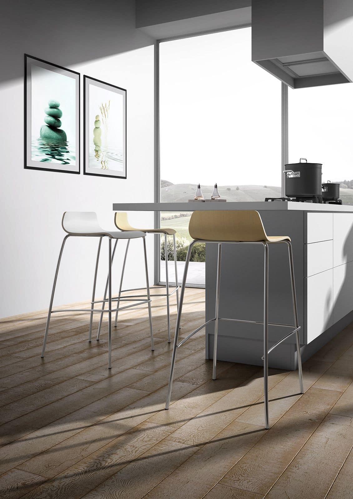 Sgabello impilabile con seduta in legno per bar idfdesign for Sgabelli in legno per cucina