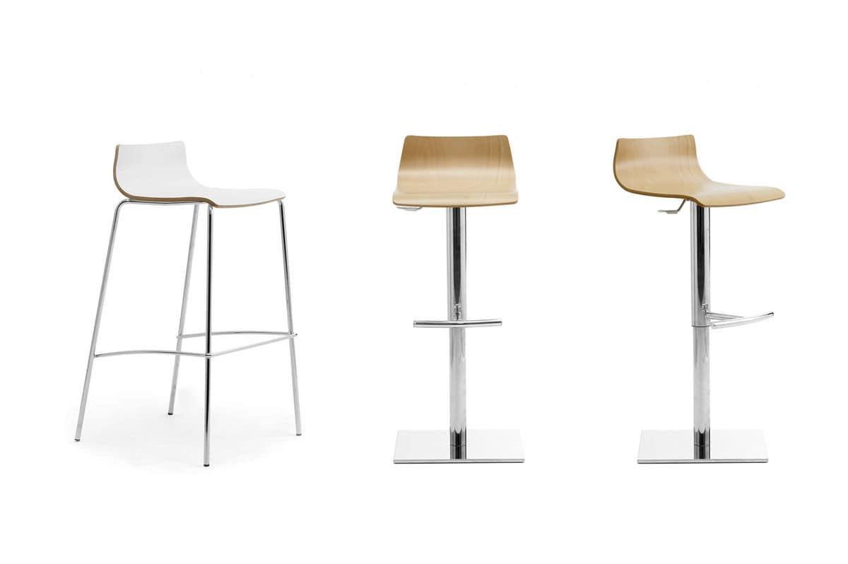 Sgabello impilabile con seduta in legno per bar idfdesign for Sgabelli bar legno