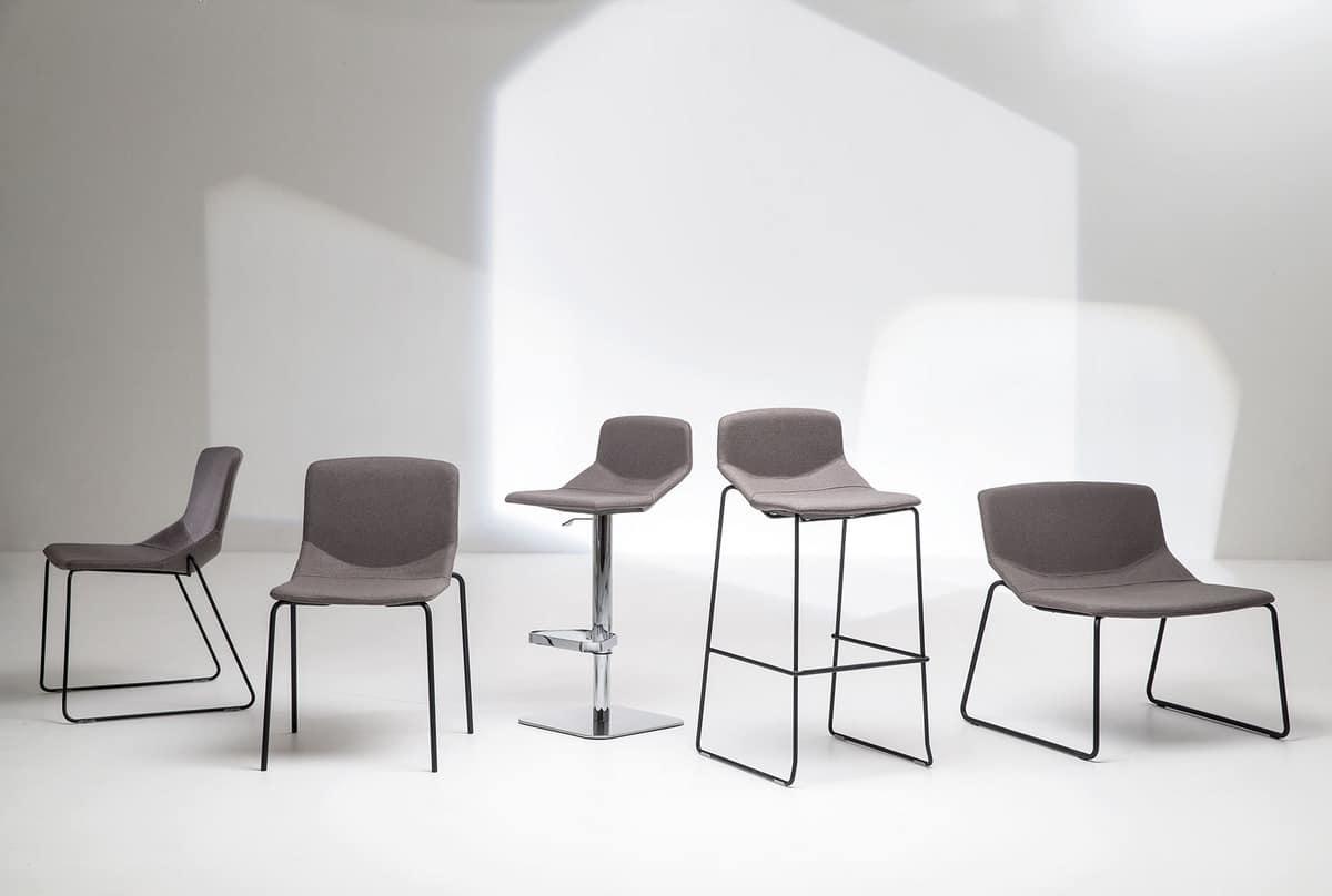 Sgabello con seduta tappezzata per cucina e bar idfdesign