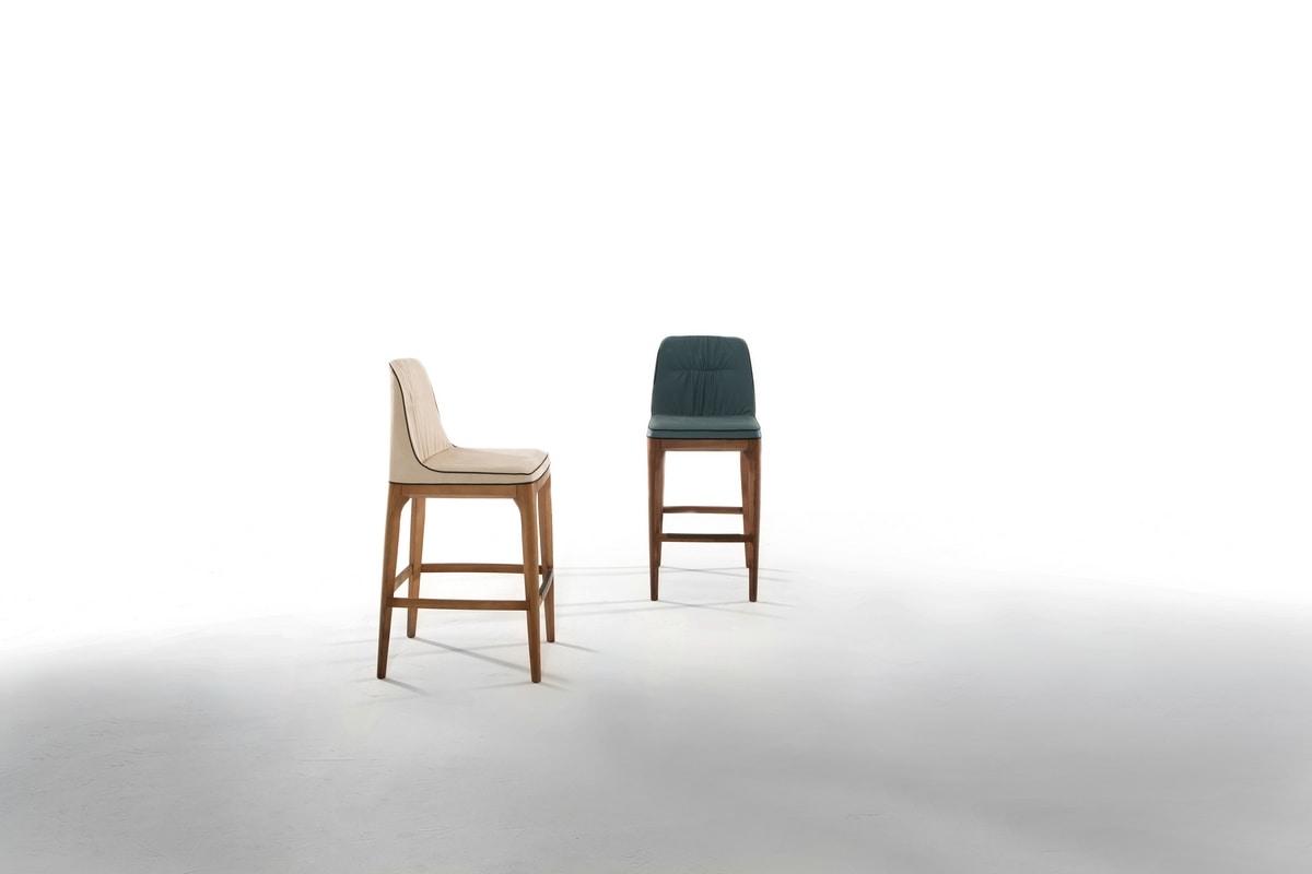 Sgabello con seduta e schienale imbottiti in tessuto o pelle