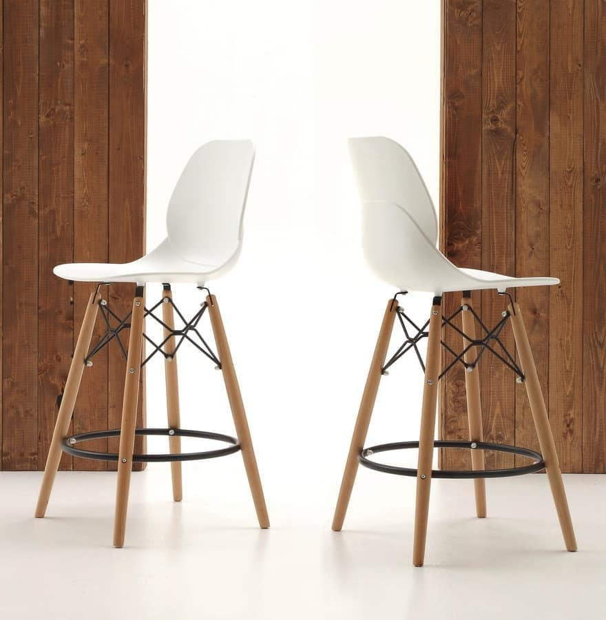 Sgabello da cucina, gambe in legno e seduta in polipropilene | IDFdesign