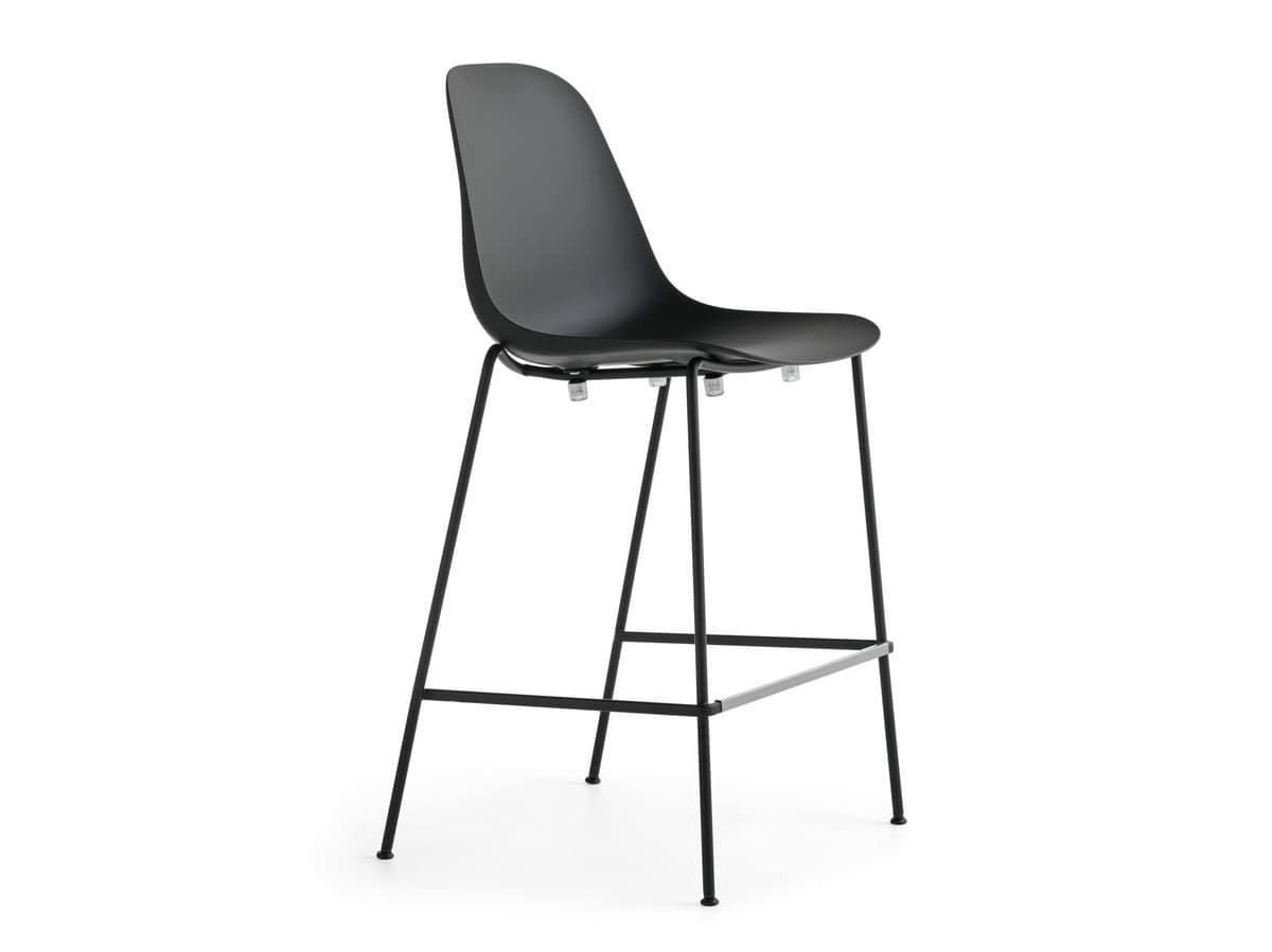 Sgabello impilabile con struttura in acciaio e seduta in