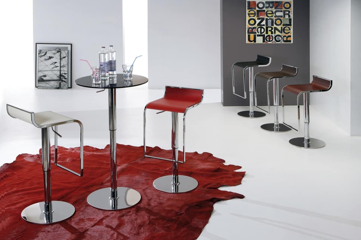 Sgabello regolabile dal design pulito con poggiapiedi integrato