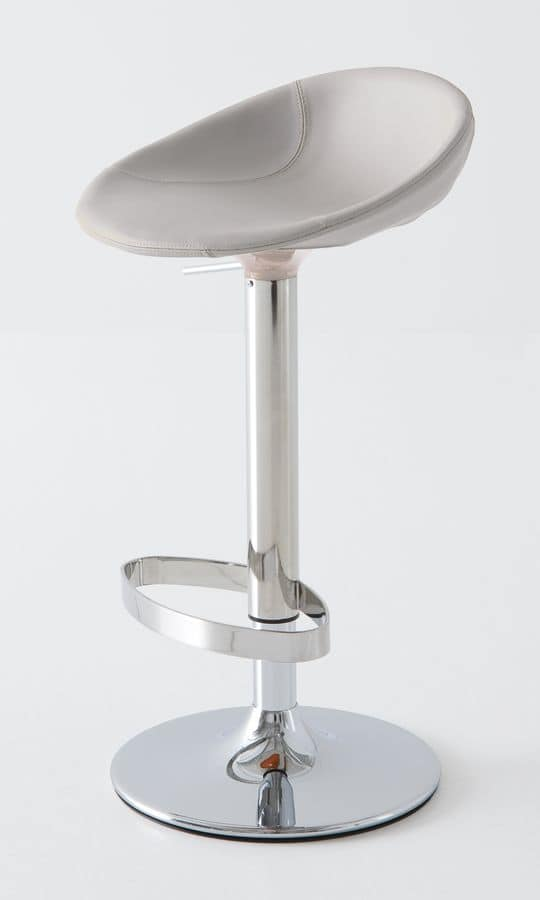 Sgabello in metallo cromato seduta rivestita in pelle for Sgabelli girevoli