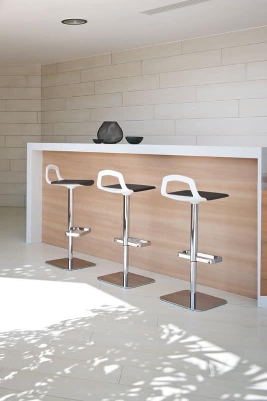 Sgabello design base in metallo schienale maniglia for Sgabelli regolabili in altezza