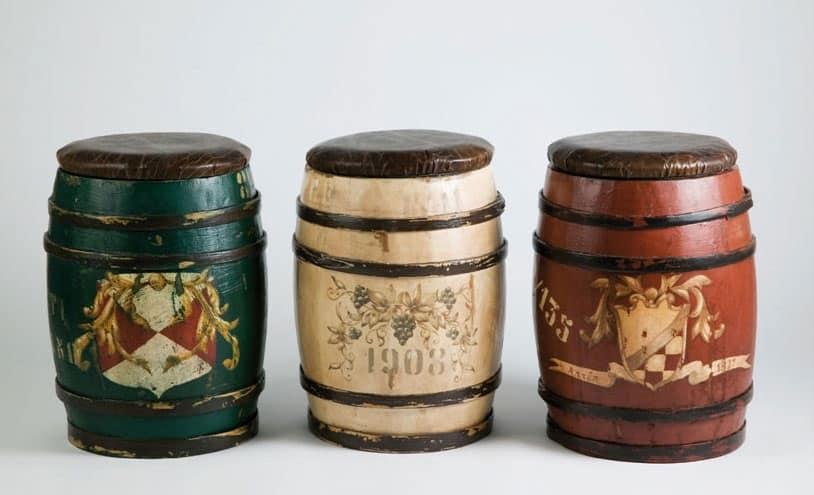 Sgabello in legno rustico a forma di botte decorati a mano