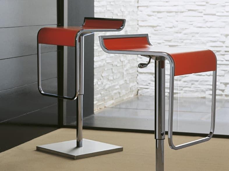 Sgabello lineare in metallo con poggiapiedi per bar idfdesign