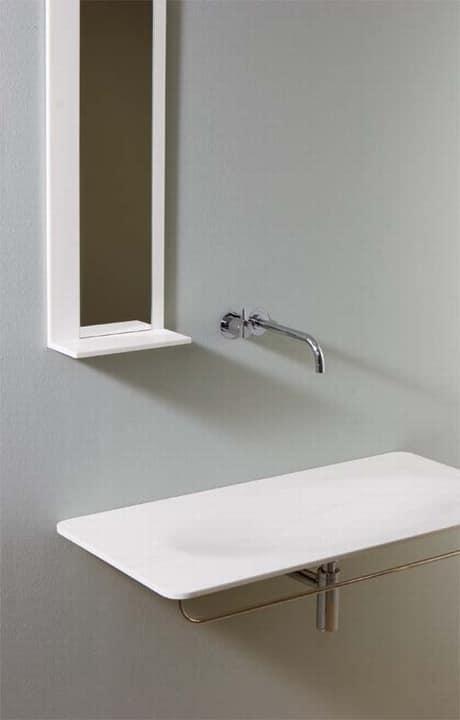 Specchio essenziale in corian con mensola idfdesign - Specchi da bagno prezzi ...