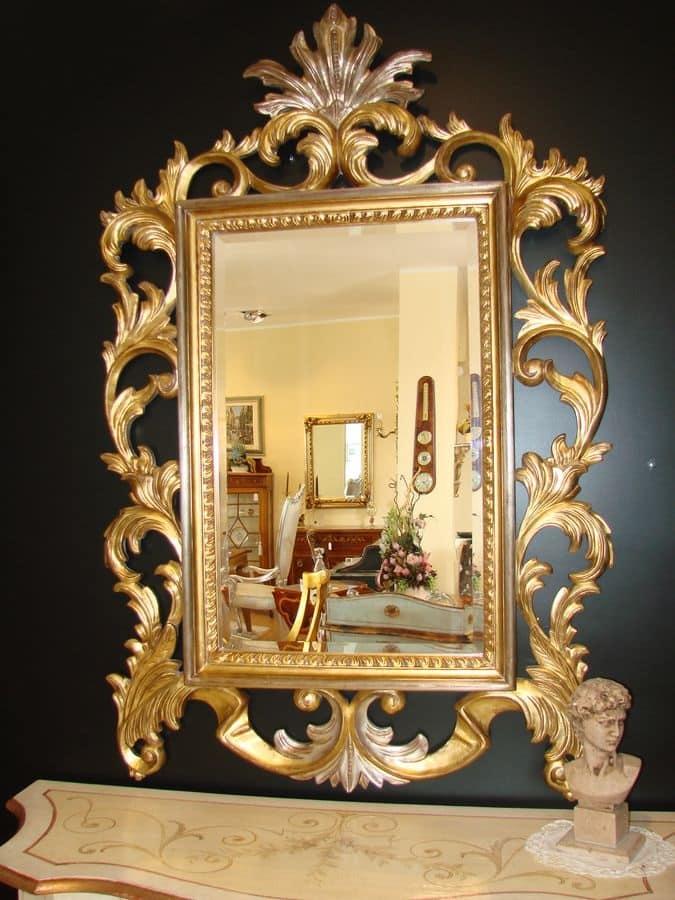 Specchio classico con finitura oro per la casa idfdesign - Specchi in stile ...