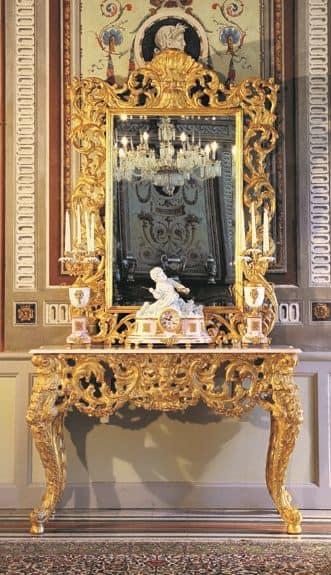 Opera specchiera, Lussuosa specchiera da ingressi, con cornice intagliata a mano, finitura oro antico