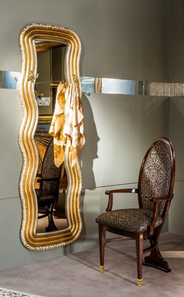 Specchiera e appendiabiti per ambienti in stile classico for Specchi per ingrandire ambienti