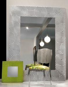 Art. 20800, Specchio con cornice decorata con spirali