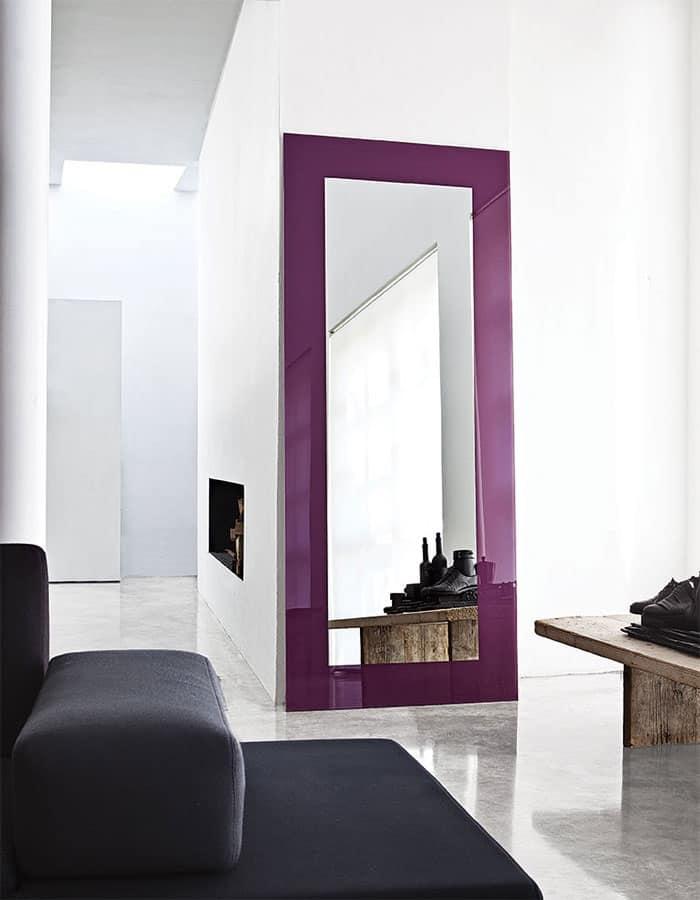 Specchio moderno con cornice laccato per sala attesa for Design moderno per sala d attesa per ufficio