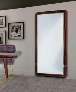 W07M, Ampia specchiera con cornice in legno