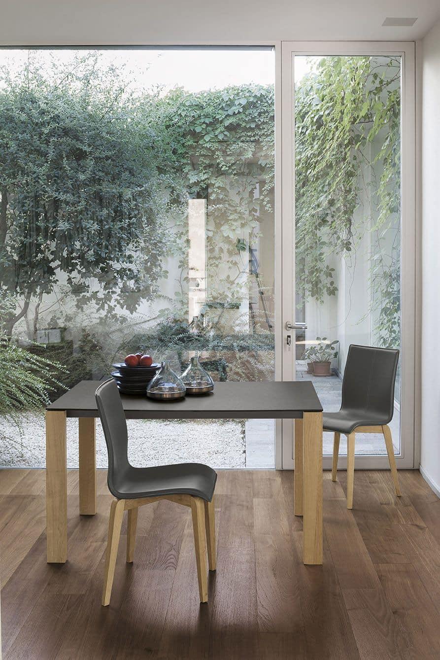 Tavolo allungabile in alluminio con gambe in legno for Tavoli allungabili in vetro