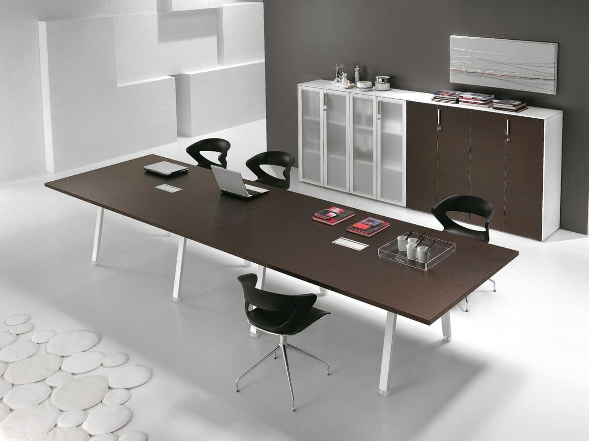 Tavolo con piano in legno ideale per sale riunioni idfdesign for Piano in legno per tavolo