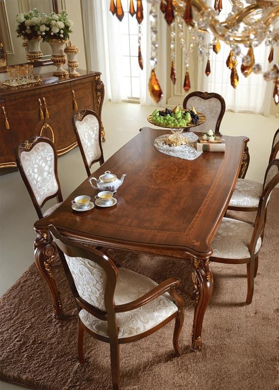Prezioso tavolo in legno, decori applicati a mano da maestri artigiani, per la sala da pranzo ...