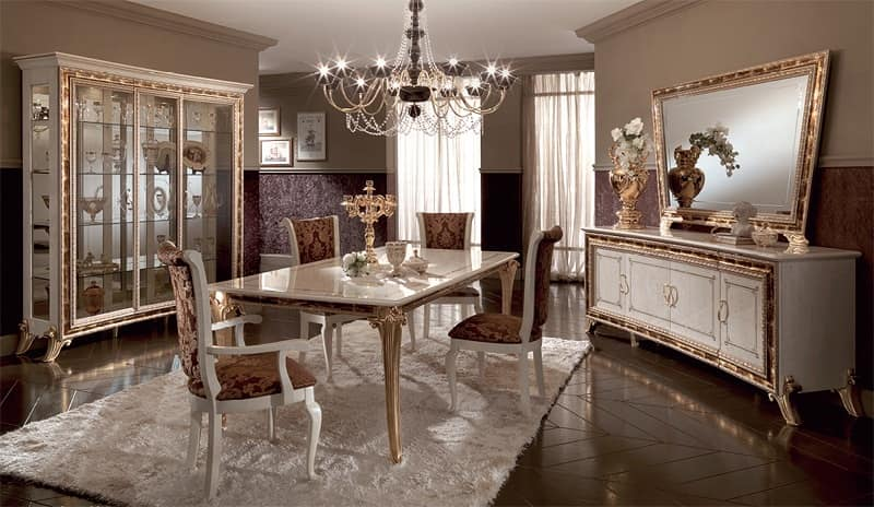 Tavoli da pranzo, in legno decorato con foglia oro, per sale da ...