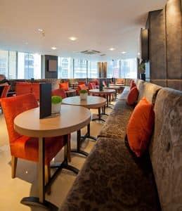 Radisson Hotel tavoli personalizzati, Tavoli da bar ovali, realizzati su misura, per l'hotel Radisson