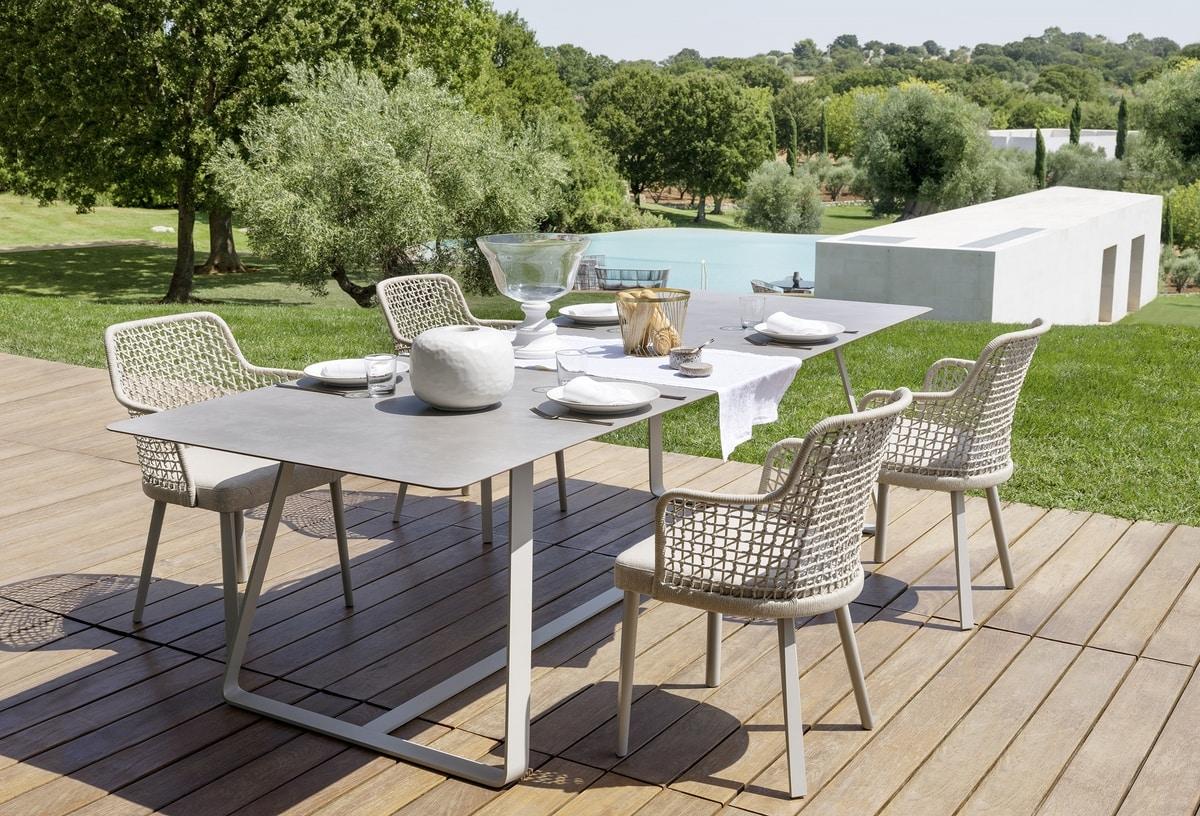 Tavolo in acciaio piano in legno per esterni idfdesign - Tavoli per esterno in legno ...
