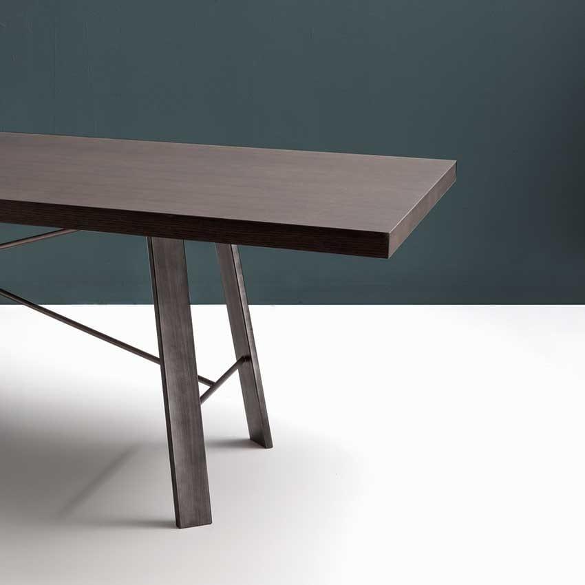 Tavolo rettangolare in legno adatto per sala da pranzo moderna idfdesign - Stanza da pranzo moderna ...